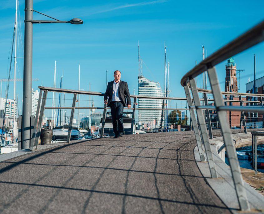 Brücke am Neuen Hafen